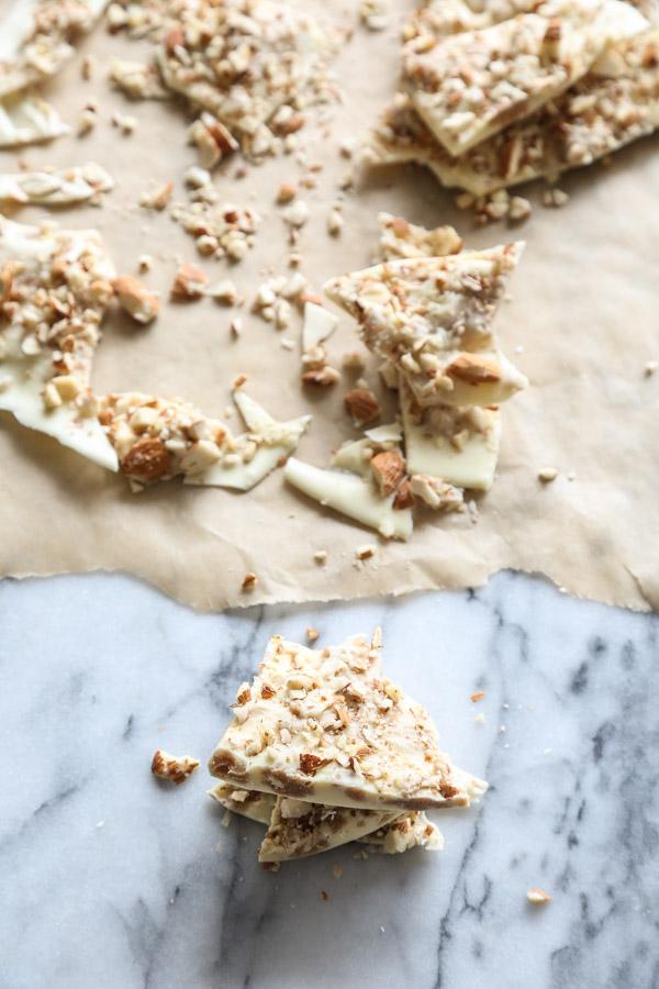 Horchata White Chocolate Almond Bark Recipe with Cinnamon | Easy | www.feedmephoebe.com