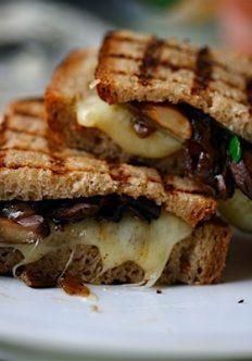 Grilled Mushroom-Cheddar Melts