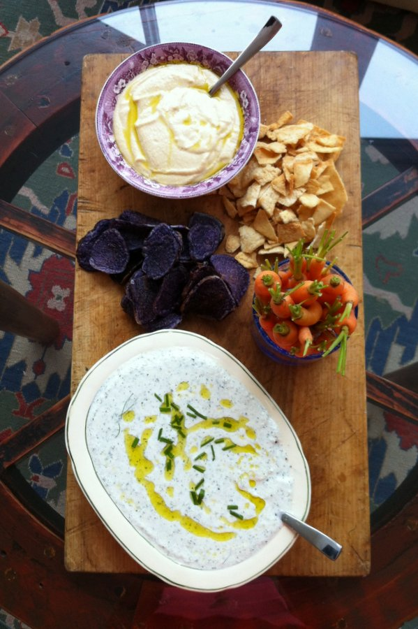 This is an easy and quick recipe for tzatziki