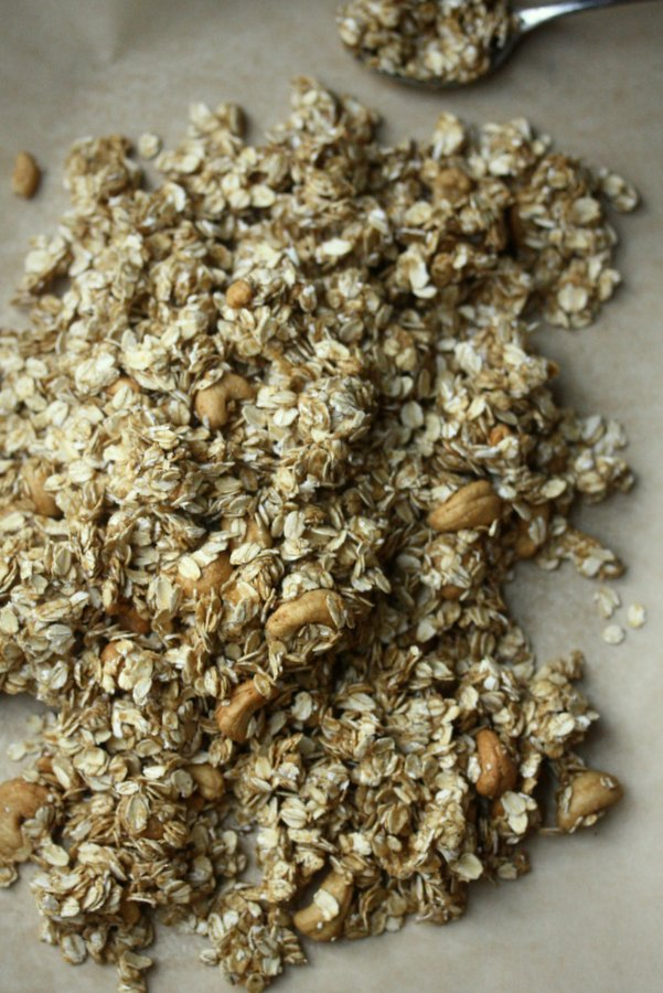 This gluten-free granola recipe is healthy and uses honey and cashews