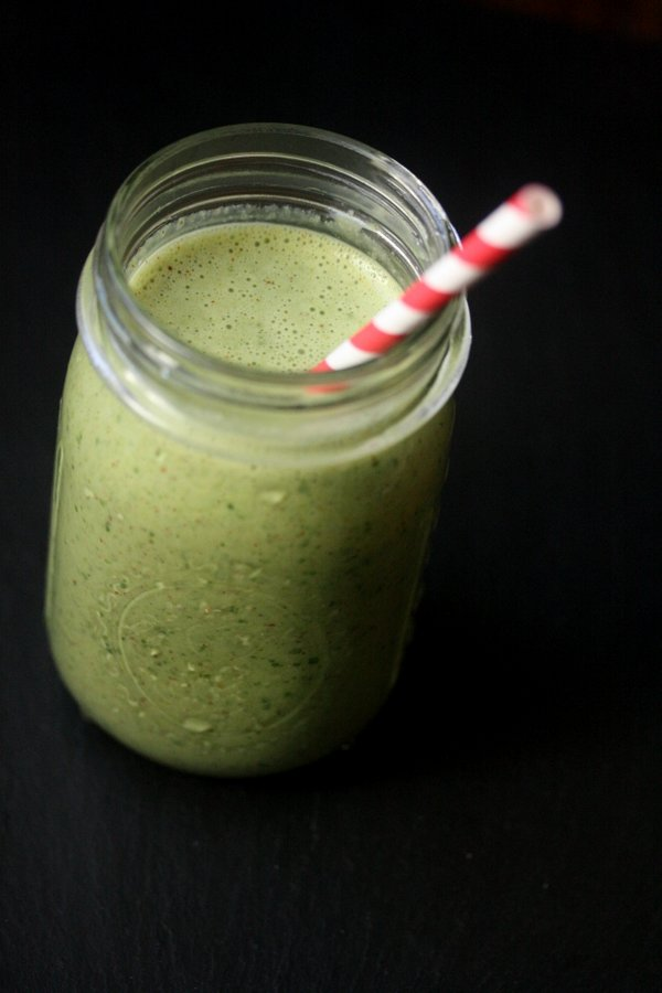 Green Giant Almond Milk Smoothie with Spinach, Banana, and Almond Butter