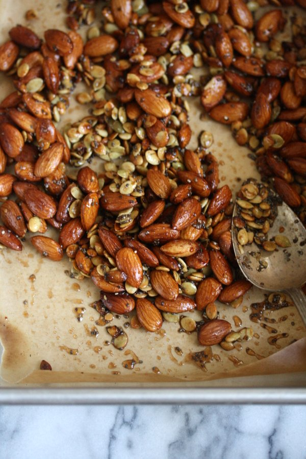 Healthy Trail Mix Recipe with Chia and Pumpkin Seeds, Almonds, Cranberries and Dark Chocolate | Gluten-Free Snacks