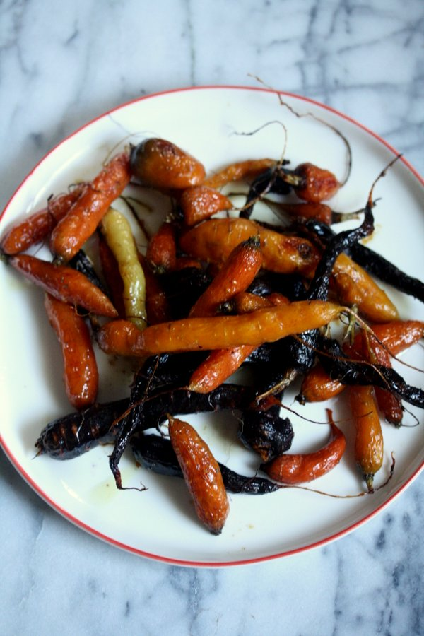 easy gluten-free glazed carrots with honey, roasted in the oven until caramelized and sweet