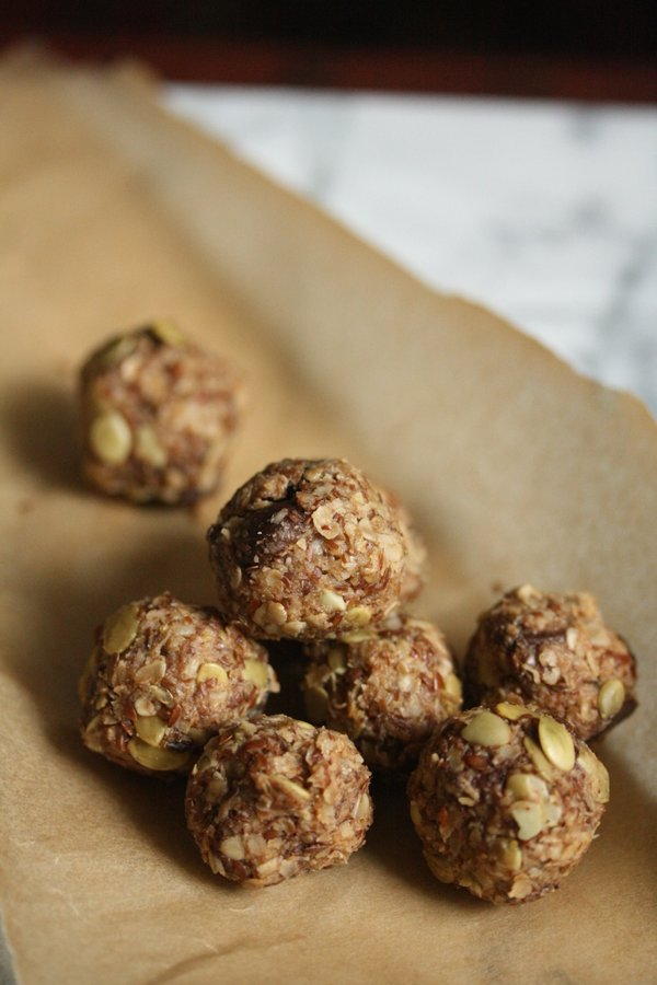 my new favorite gluten-free oatmeal cookie recipe - raw and super healthy.