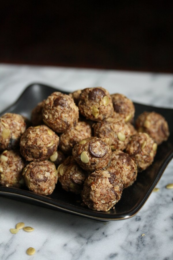 Raw Cookies! The best healthy oatmeal cookie bites with chocolate chips, nuts and fruit
