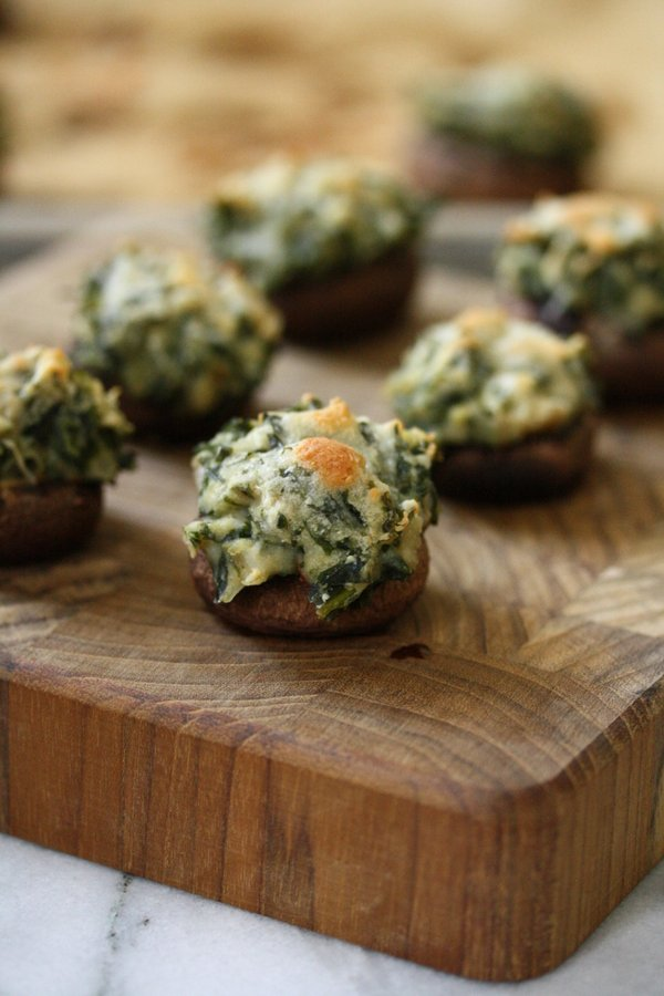 healthy stuffed mushrooms with creamed kale and manchego cheese - a vegetarian and gluten-free recipe