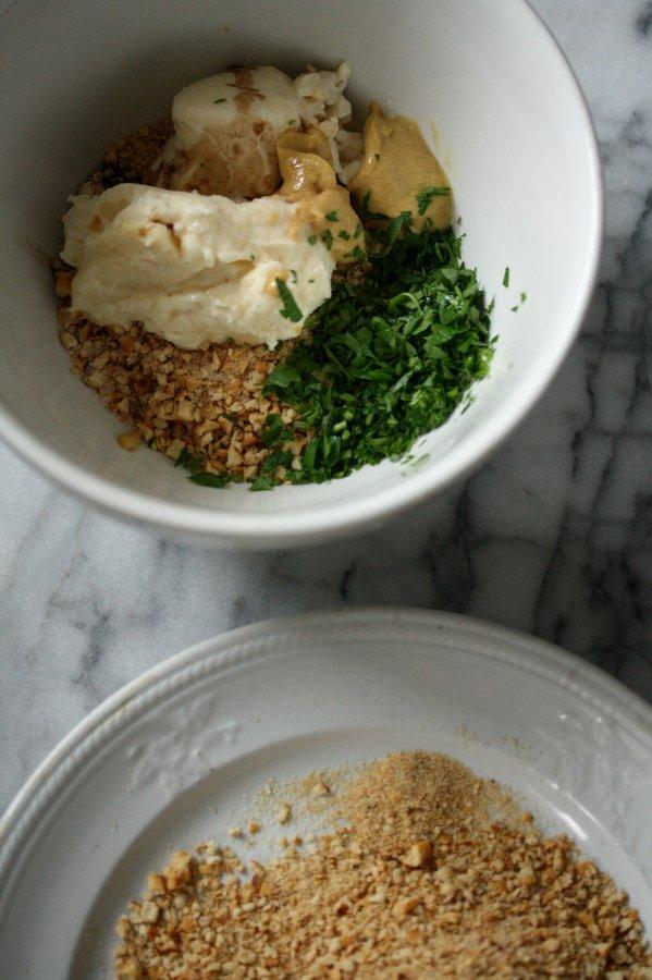 gluten-free crab cakes recipe with pretzel crust | easy Baltimore-style recipe