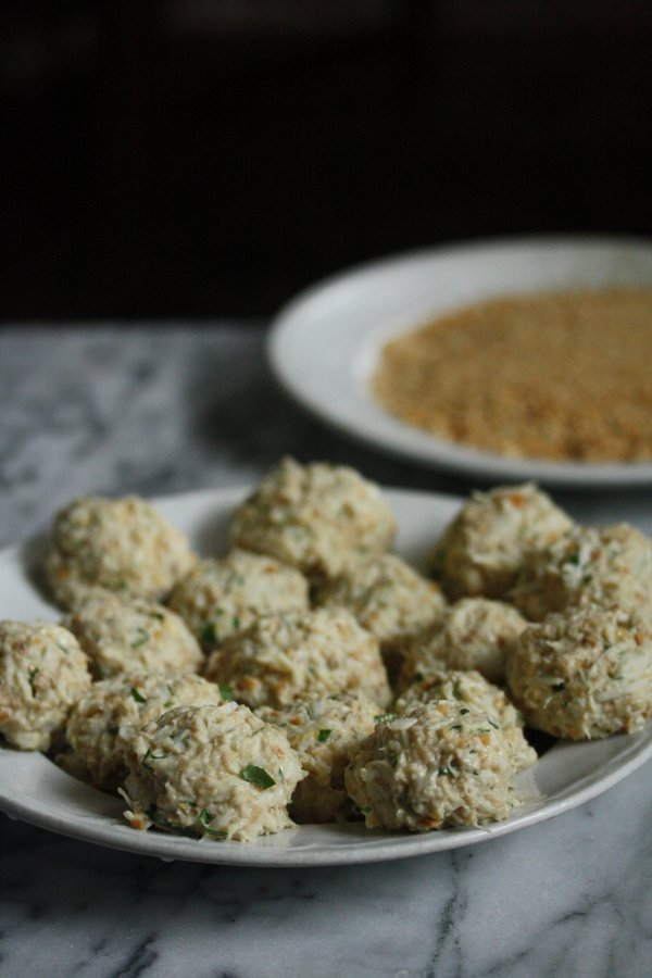 easy crab cake recipe - gluten-free! Very few crumbs baltimore-style, just pretzel crust!