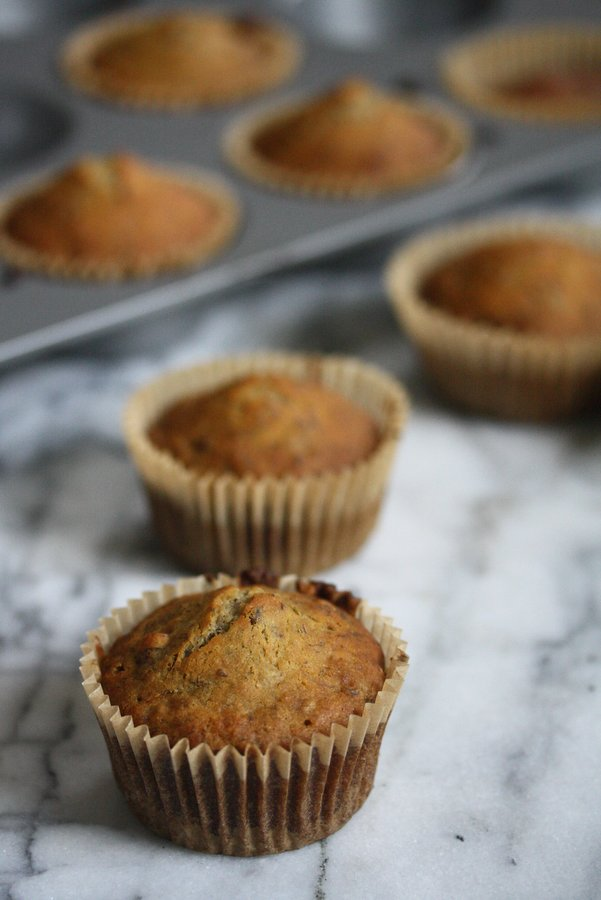 gluten free banana muffin recipe - may favorite healthy recipe with a little chocolate instead of nuts :)