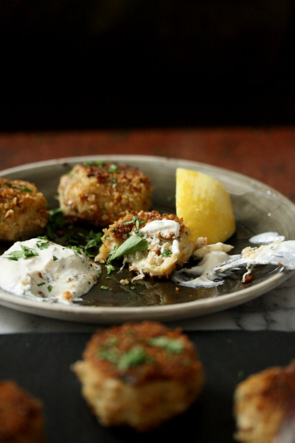 gluten-free crab cakes with pretzel crust | the best baltimore crab cakes - super easy
