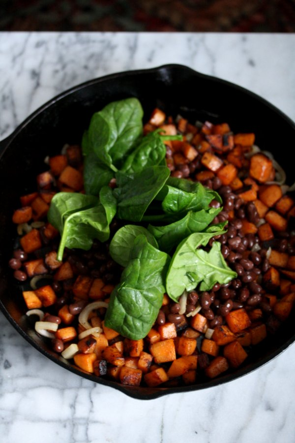 Healthy Sweet Potato Hash Recipe with Black Beans, Spinach, and Mexcian Spices |Gluten-Free Breakfast