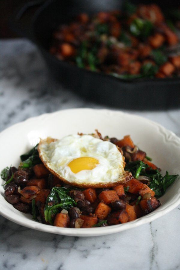 Healthy Sweet Potato Hash Recipe with Black Beans, Spinach, and Mexcian Spices | Easy Gluten-Free Breakfast