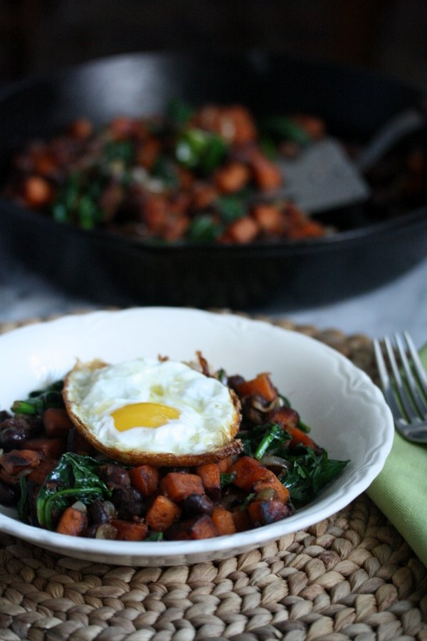 Healthy Mexican Sweet Potato Hash Recipe with Black Beans and Spinach |Gluten-Free Breakfast