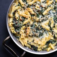 """Healthy Mac and Cheese with """"Creamed"""" Spinach (Gluten-Free)"""