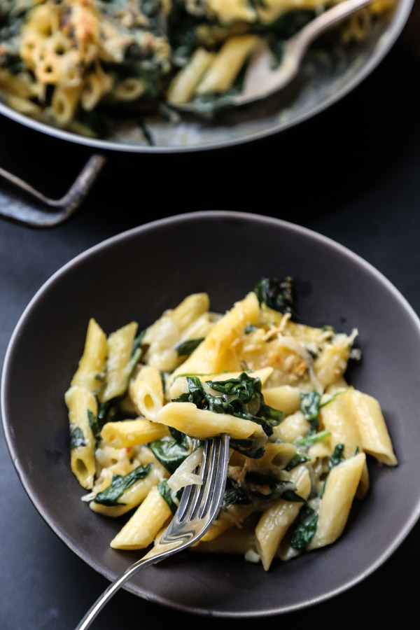 """Healthy Mac and Cheese with """"Creamed"""" Spinach 