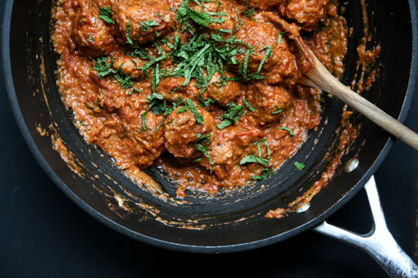 Healthy Chicken Tikka Masala Meatballs - An Easy Version of the Indian Classic | Cream and Gluten-Free | www.feedmephoebe.com