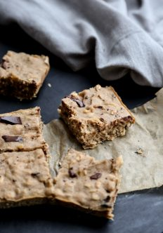 Healthy Peanut Butter Banana Oatmeal Bars (Gluten-Free)