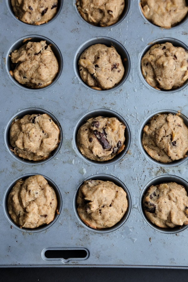 Healthy Peanut Butter Banana Oatmeal Muffins with Dark Chocolate Chunks   Gluten-free, Dairy-Free, Low FODMAP breakfasts