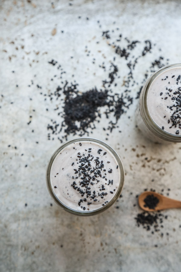 Skinny Black Sesame Milkshakes | The Best Healthy Black Sesame Dessert Recipe | www.feedmephoebe.com