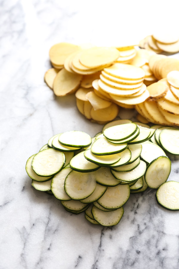 This easy tortilla espanola recipe is baked in the oven - no pan necessary. Potato is combined with zucchini for a healthy version of the Spanish omelet! | feedmephoebe.com