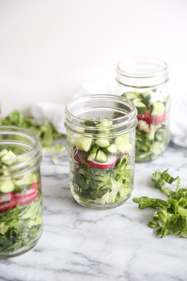 MIDDLE EASTERN SEVEN LAYER SALAD IN A JAR | a great make ahead lunchbox recipe. Simply arrange the lettuce, quinoa and herbs and let it sit overnight. | FEED ME PHOEBE