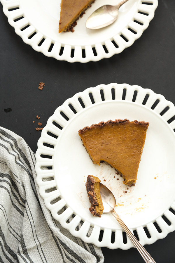 This gluten-free pumpkin tart is spiced with a hint of cayenne and clove. It's made with a Mexican chocolate almond crust. A great gluten-free Thanksgiving dessert recipe! | Feed Me Phoebe