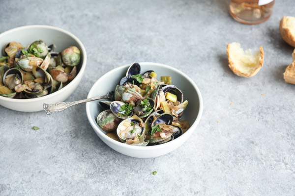 Rosé Wine Steamed Clams Recipe with Leeks and Oregano. The perfect way to use up all that summer seafood and rosé!