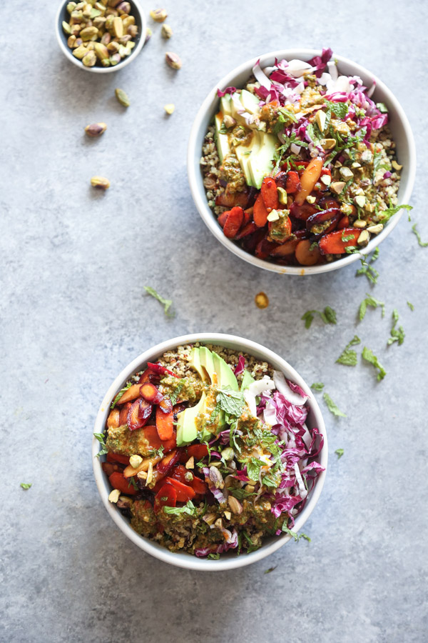 MOROCCAN QUINOA BOWLS WITH HONEY-HARISSA CARROTS | This Moroccan quinoa bowl recipe is quick, easy, and packed with healthy veggies: sweet and spicy carrots, avocado, radicchio and a harissa mint sauce.