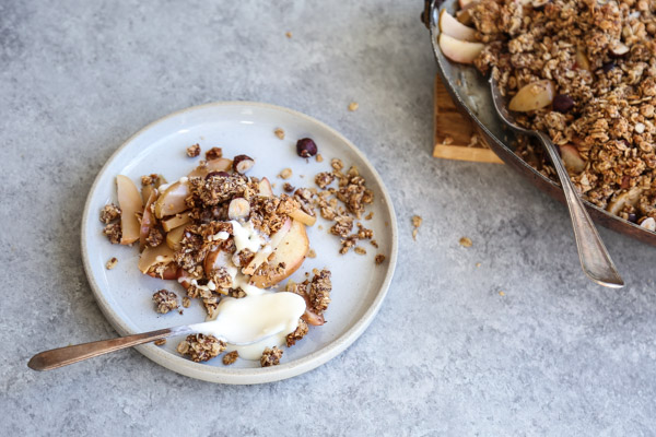 Gluten-Free Apple Crisp Recipe with an Irresistible Hazelnut Oat Crumble Topping | Healthy Desserts | #Thanksgiving #Holiday